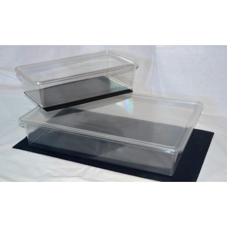 Boîte plastique avec couvercle